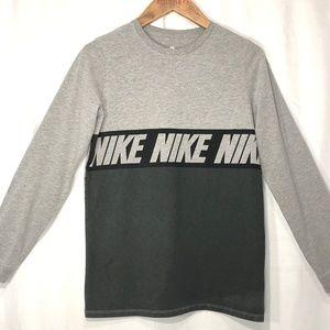 Logo NIKE Boys Long Sleeve TEE Sz. XL.